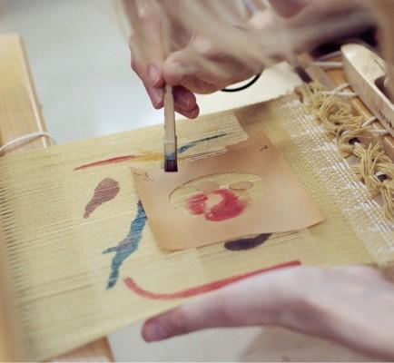 捺染絣のマフラーを織る