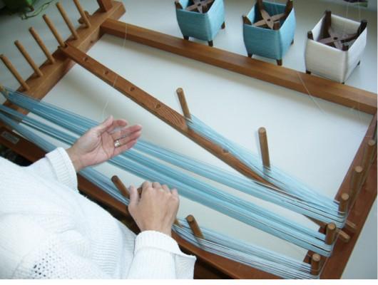 紙布2  藍の生葉で絹糸を染める