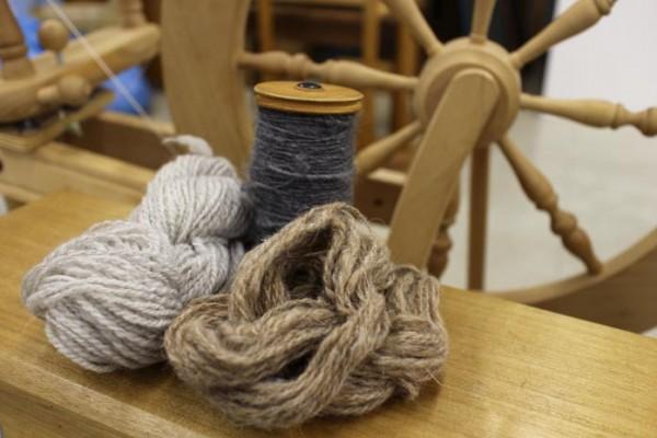 はじめての糸紡ぎ -紡毛機をつかって-
